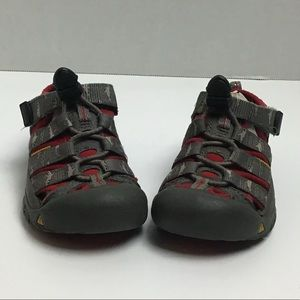 Keen gray/red sharks trail sandals. 8